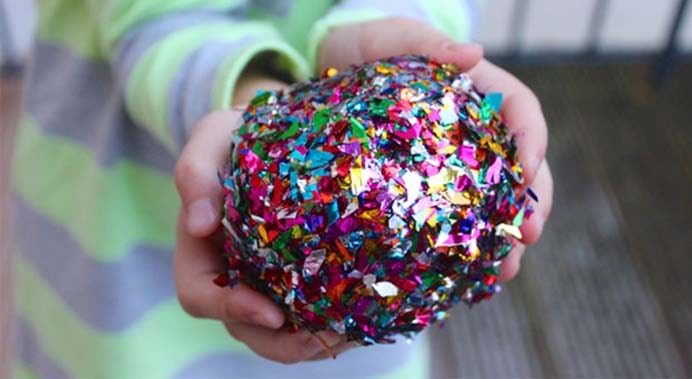 Surprise Balls For New Year's Eve. As Jen from Mama Papa Bubba warns, this is a messy project. The delight it holds is so worth it! Pack in little gifts through the layers. The foil glitter just says 'party time' to me :) Please share. Make Mondays more manageable and sign up for our craft inspiration newsletter. Delivered to your inbox - CraftyLikeGranny.com #newyears #newyearseve #diycrafts