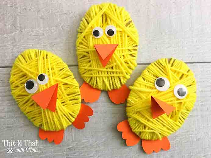 Chick Yarn Craft. Another fun project for Easter to get the kids involved in. Simple to do and they look so cute :) Follow Olivia's tutorial for Chick Yarn Craft on This N That With Olivia. Please share. You will always look forward to Mondays, with our craft inspiration roundups -CraftyLikeGranny.com #EasterCrafts #kidscraft #yarncraft