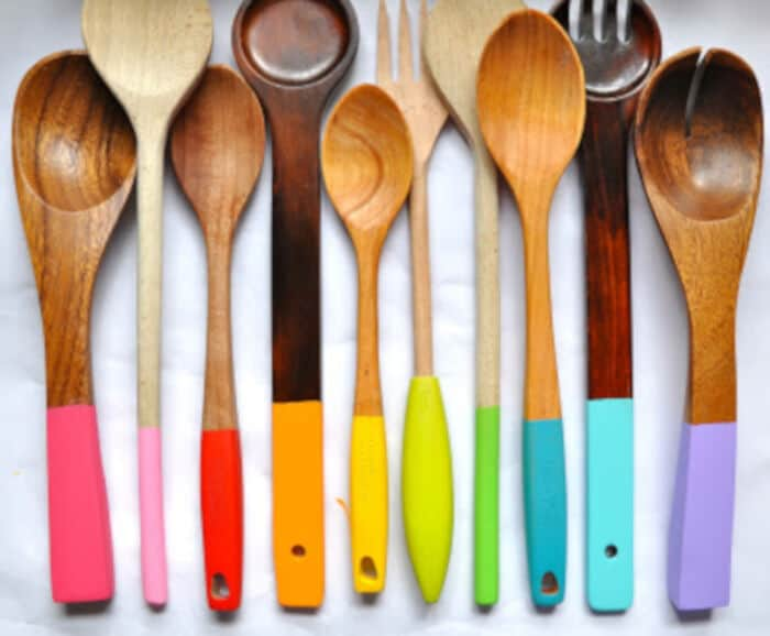 painting wooden spoons by Little Bit Funky