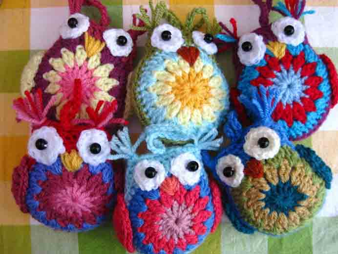 Easy Crochet Owl Tutorial. If you are keen to make someone a handmade gift, these critters will certainly bring a smile to their face. Follow Jacquie's crochet tutorial on Bunny Mummy. Please share. Join now for creative craft inspiration. The best in craft delivered to your inbox every Monday - CraftyLikeGranny.com #crochet #crochetpattern #Craft