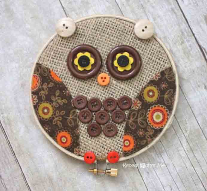 Embroidery Hoop Design For Nature Lovers. Using fall inspired materials, create this lovely embroidery hoop. Sarah from Repeat Crafter Me as an easy to follow tutorial to make your own. #embroidery #needlework #craft