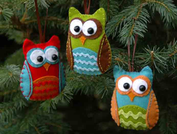 Never Too Early For Crafting Christmas Decorations. Animal themed christmas decorations make a lovely addition to your christmas tree. They'd also make lovely gifts for friends and family. Follow Jessica's sewing tutorial on her blog Juicy Bits. Please share. Look forward to Mondays with our craft inspiration newsletter. Crafty goodness delivered to your inbox - CraftyLikeGranny.com #sewing #sewinginspiration #sew