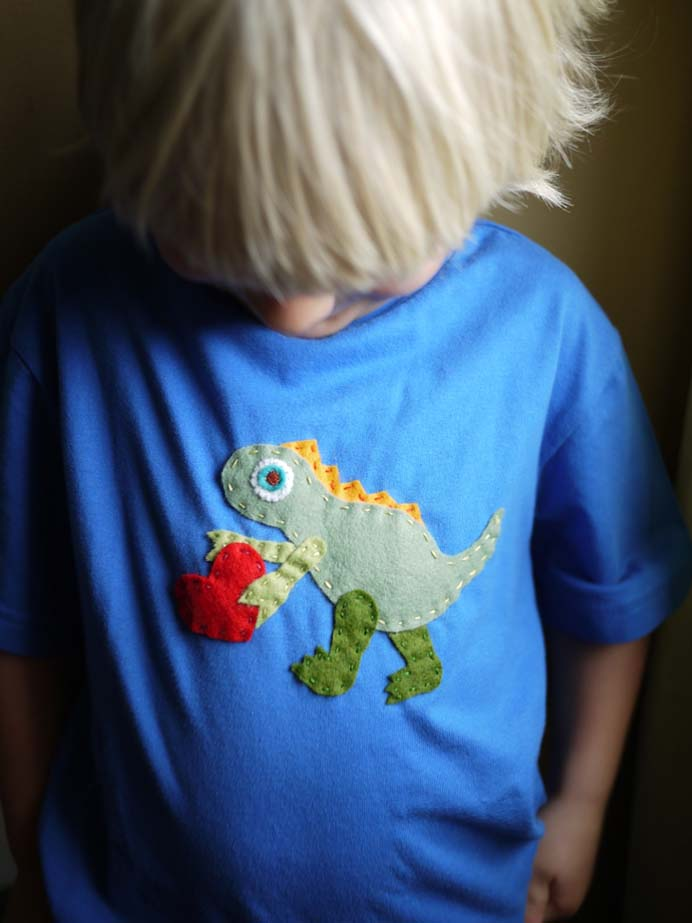 A Fun Way With Felt. What an easy way to jazz up a plain t-shirt for a child. Dinosaur enthusiasts would be happy to wear it :) Follow Zoe's sewing tutorial on The Handmade Adventures of Captain Crafty. Please share. You will always look forward to Mondays, with our craft inspiration roundups -CraftyLikeGranny.com #dinosaurcrafts #sewing #feltcraft