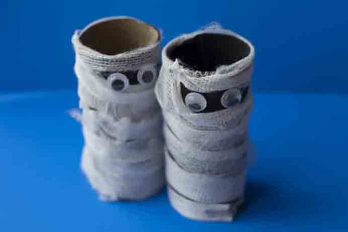 Get the kids involved and create some spooky Mummies for Halloween. Using toilet paper rolls and some gauze, they come up a treat. Easy to do and Donella from Gluesticks and Gumdrops shows you how. Please share. Join now for creative craft inspiration. The best in craft delivered to your inbox every Monday - CraftyLikeGranny.com #halloweencraftforkids #halloweencrafts #kidscraft