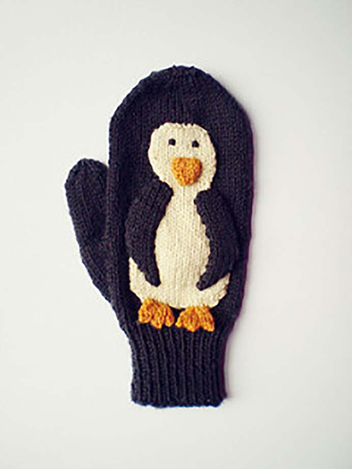Keep Hands Warm And Smile Each Time You Wear Them. With the colder weather, mittens are essential for stepping outside. Knit up a pair of penguin mittens and you are sure to smile every time you wear them. The Penguin Mittens are available from Frankie Brown's Ravelry store as a free download. Please share. You will always look forward to Mondays, with our craft inspiration roundups -CraftyLikeGranny.com #penguins #knittingpattern #knitting