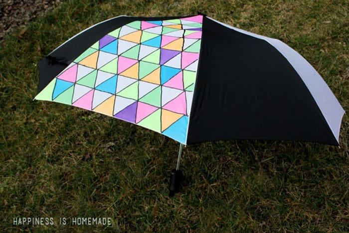 DIY Neon Geometric Umbrella Art With Fabric Paint. Fabric markers can be used for many teen crafts, this project caught my eye. The geometric pattern on an umbrella in neon colors looks fab! Follow Heidi's DIY tutorial on Happiness is Homemade. Please share. Join now for creative craft inspiration. The best in craft delivered to your inbox every Monday - CraftyLikeGranny.com Please share. Make Mondays more manageable and sign up for our craft inspiration newsletter. Delivered to your inbox - CraftyLikeGranny.com #craftsforteens #teencrafts #diy #crafts