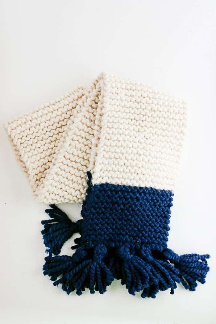 Easy Tasseled Garter Stitch Scarf Pattern. Knitted scarves are an easy project to do and functional too. The garter stitch is doing rows and rows of knit stitch. Using a chunky yarn it will knit up quick and the tassles add interest and fun. Follow Anne's free knitting pattern and tutorial on Flax and Twine. Please share. You will always look forward to Mondays, with our craft inspiration roundups -CraftyLikeGranny.com #craftsforteens #teencrafts #knitting #knittingpattern