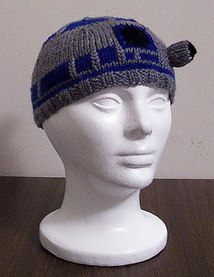 R2D2-Free-Knitted-Beanie-Pattern-by-Carissa-Browning