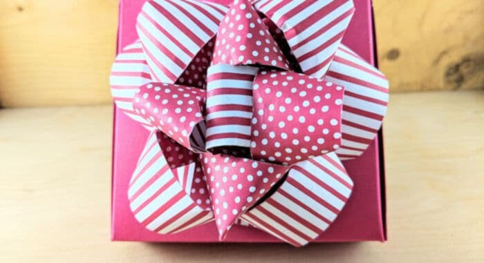 DIY Gift Bow by Lauras Paper Craft Ideas