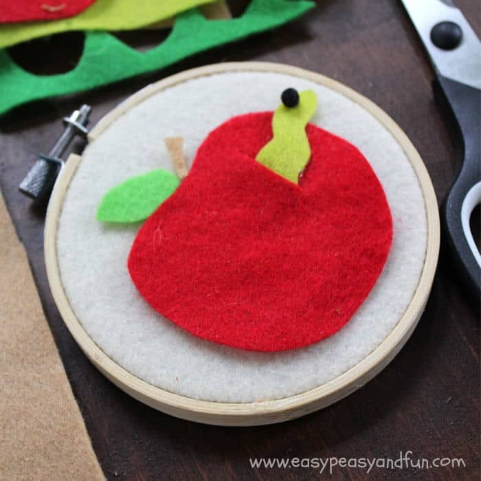 Felt Apple Craft by Easy Peasy and Fun