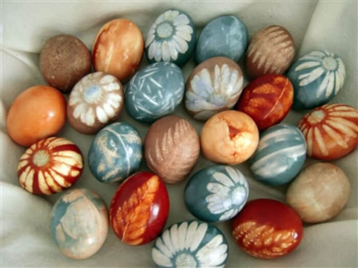 Natural Dye Colored Easter Eggs by Big Sis Lil Sis