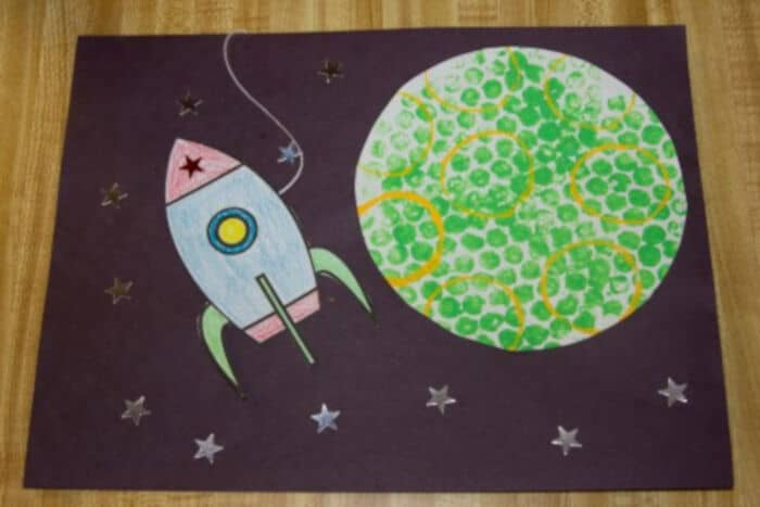 Outer Space Crafts by Hand-Me-Down Ideas