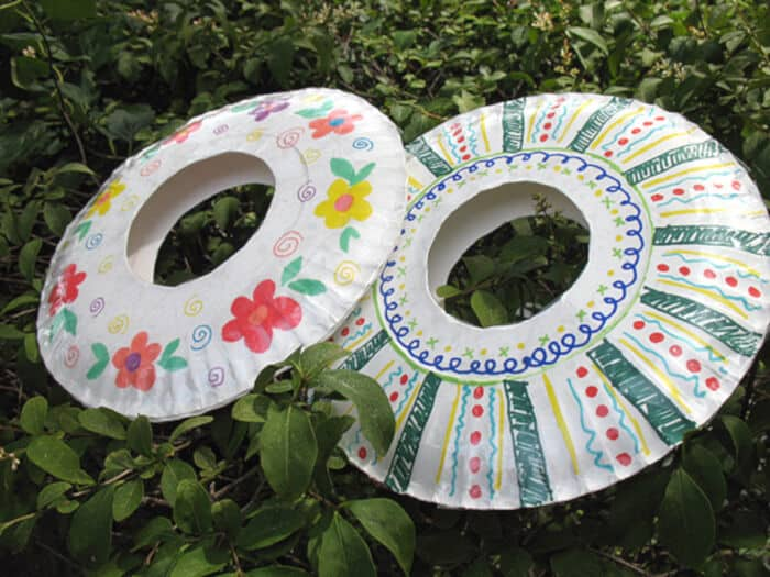 Paper Plate Frisbees by Make and Takes