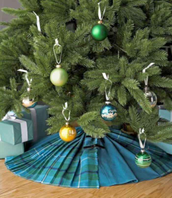 Christmas Tree Skirt Instructions by Country Living