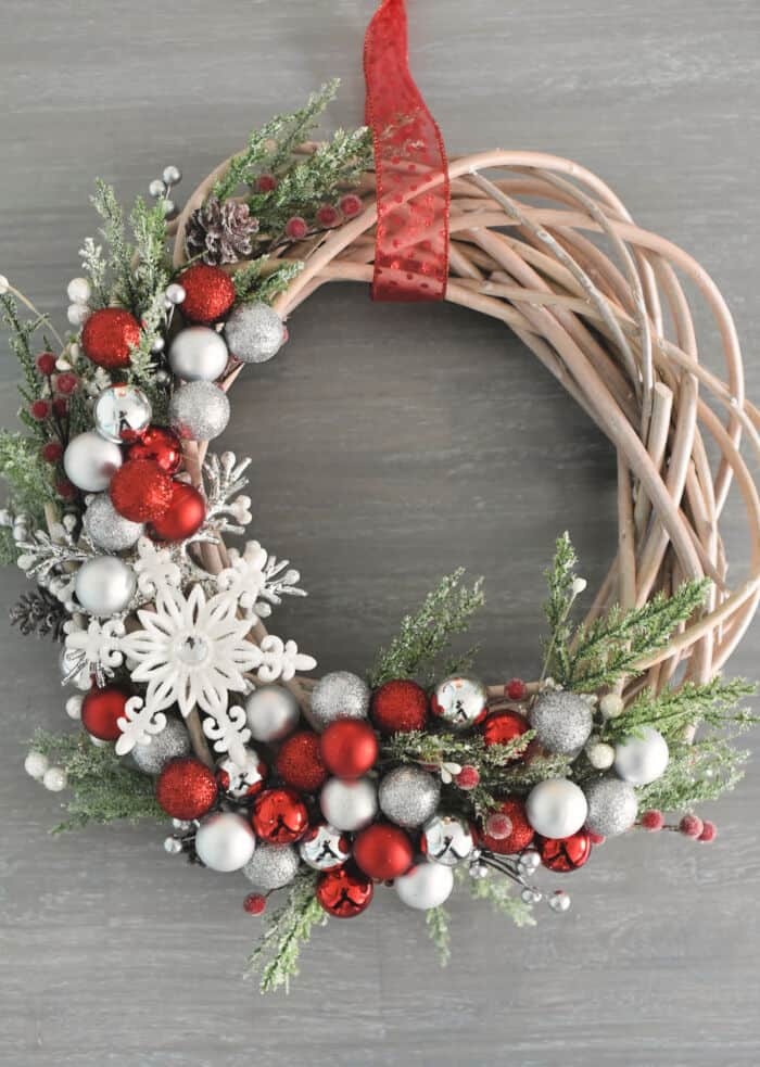 Christmas Wreath by Crazy Little Projects