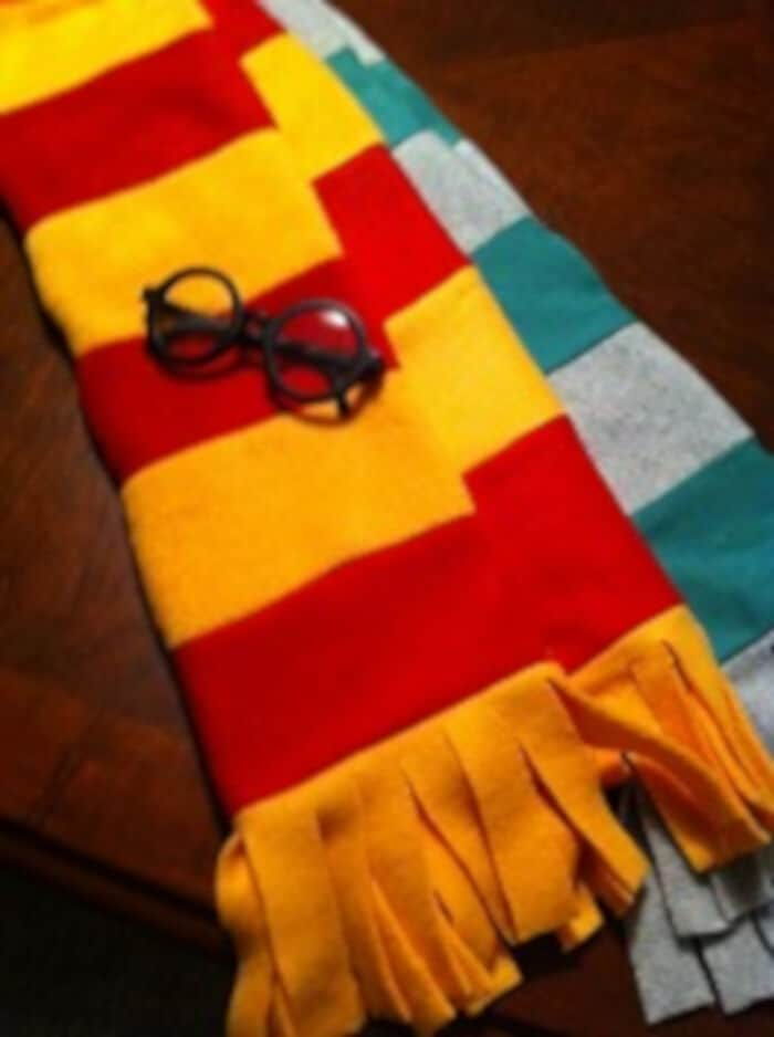 How to Make a Harry Potter Scarf out of Fleece by Moms Minivan