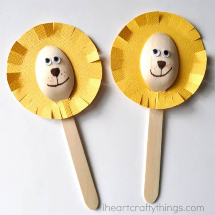 Adorable-Wooden-Spoon-Lion-Craft-by-I-Heart-Crafty-Things