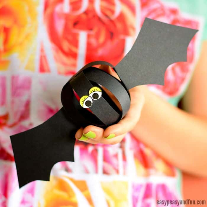Cool Halloween Garland by Easy Peasy and Fun