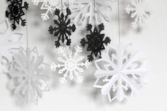 Bead-and-Paper-Snowflakes-by-Envato-Tuts