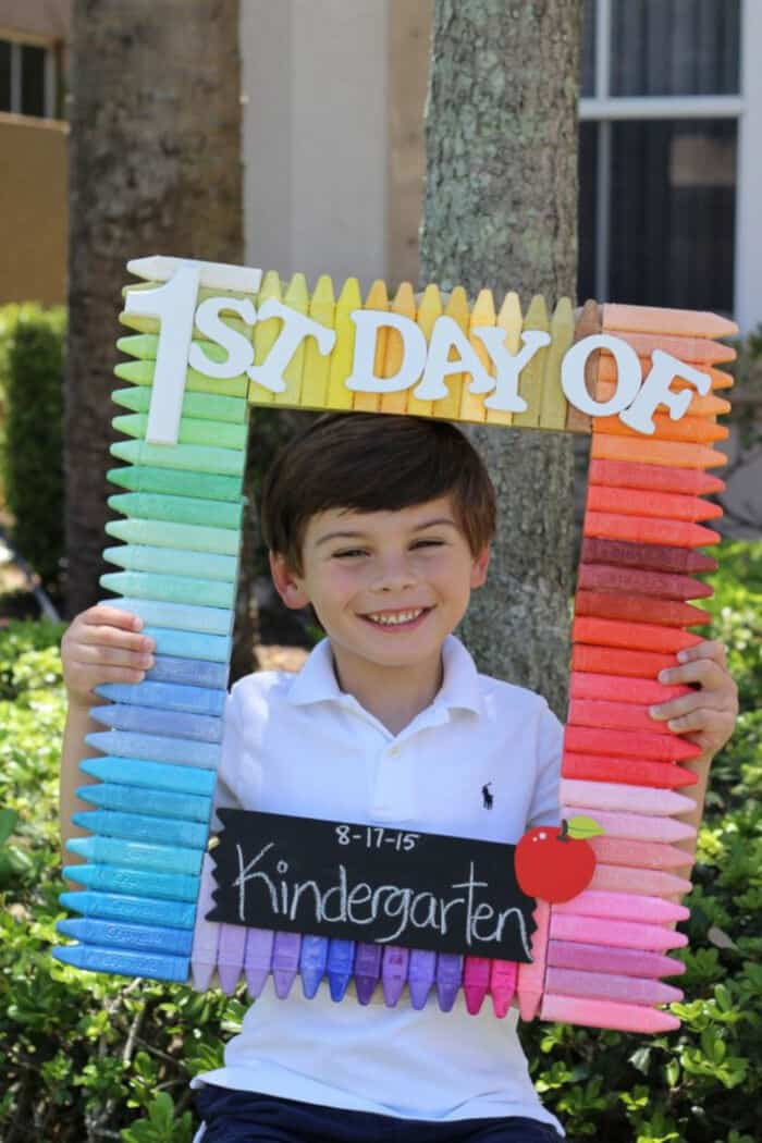 DIY-Back-to-School-Photo-Prop-by-eHow