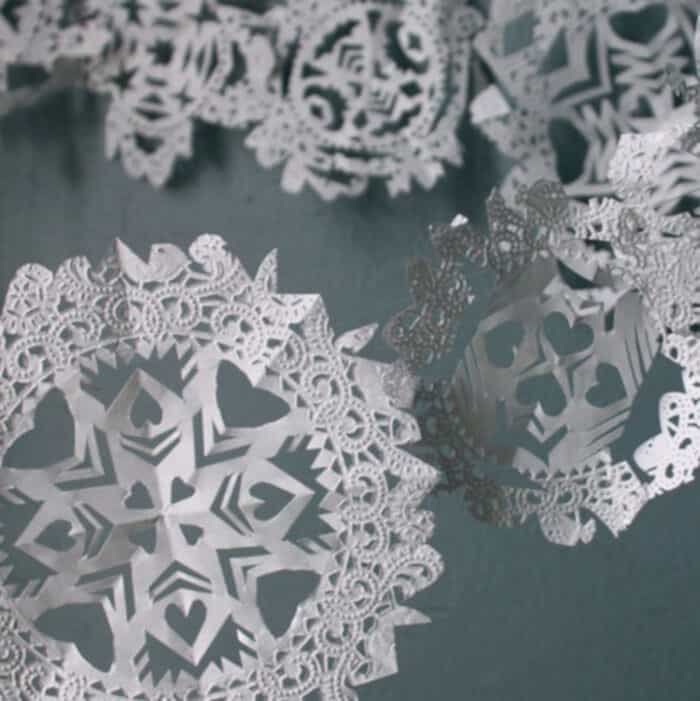 Doily-Snowflake-Garlands-by-Design-Sponge