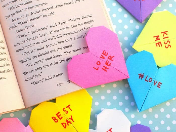 Page-Corner-Heart-by-DIY-Candy