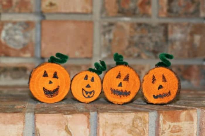 Wooded-Pumpkin-Halloween-Decor-by-Make-and-Takes
